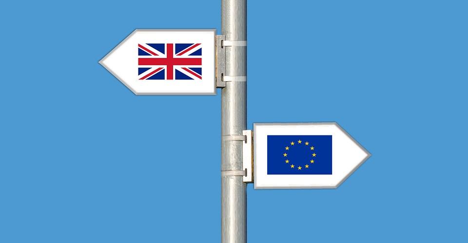 Der bevorstehende EU-Austritt Großbritanniens könnte größere Spuren hinterlassen als bisher angenommen. Denn während die wirtschaftlichen und sozialen Konsequenzen des Brexit noch nicht komplett auf den Tisch sind, warnen Meteorologen bereits vor den unausweichlichen Folgen. Wetterexperten rechnen nämlich in den kommenden Jahren mit großflächigen Dürren, da vorerst kein Niederschlag aus Großbritannien […]
