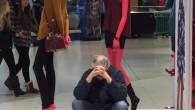 Als Paar shoppen zu gehen läuft oft nach dem gleichen Schema ab: Der Mann wird irgendwo geparkt und muss auf die Handtasche aufpassen, während die Frau in Ruhe achtzehn Kleider anprobiert. Damit könnte jedoch bald Schluss sein. Mehrere Modeketten, darunter H&M, Halhuber und Esprit, haben beschlossen, solche typischen Situationen nicht […]